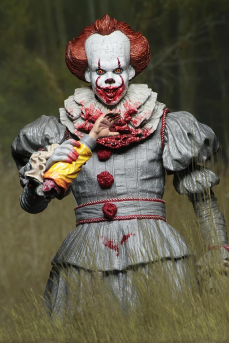 IT: 2017 Ultimate Pennywise Figure