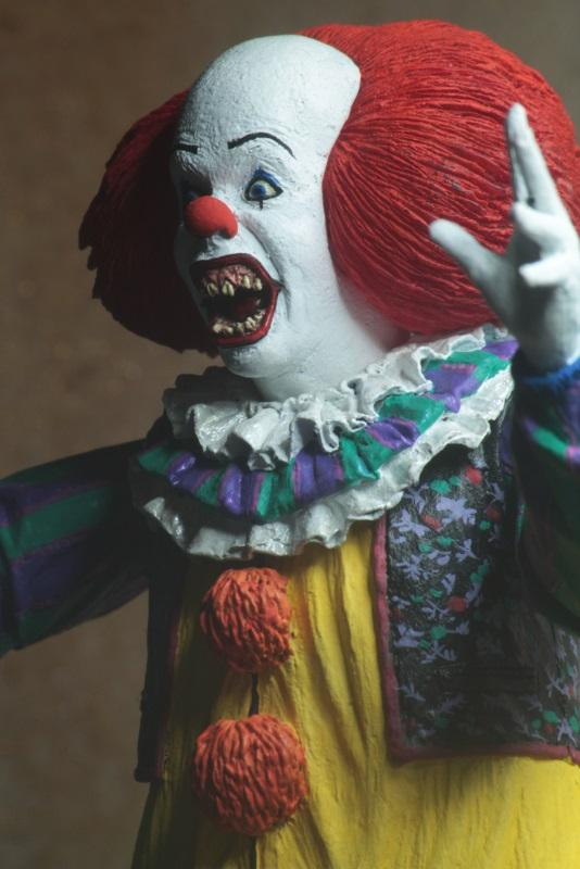 "IT: (1990) – Ultimate Pennywise v.2 7"" Scale Action Figure"