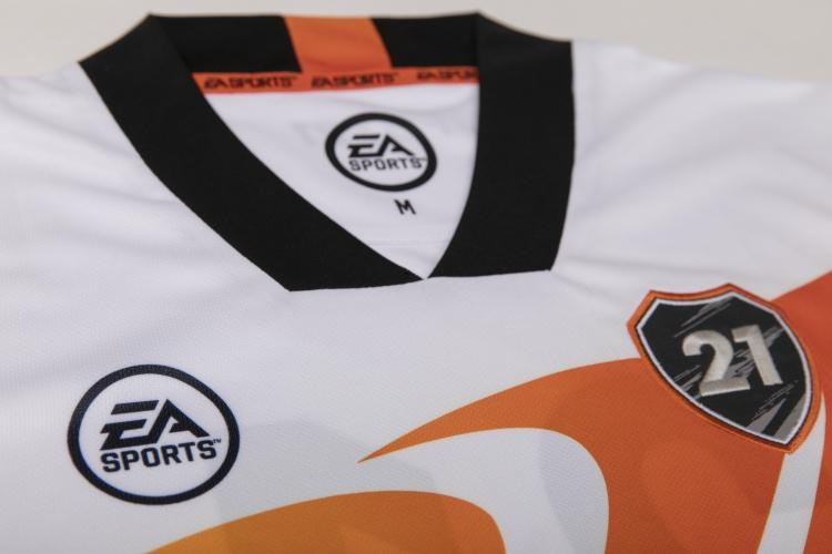 Fifa 21 Ultimate Team™ Away Jersey - Large [Only at GameStop]